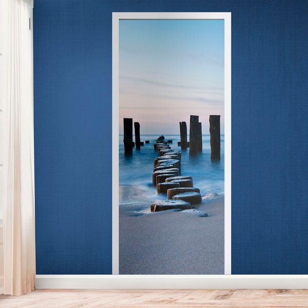 Vinilos Decorativos: Puerta puente de troncos en la playa