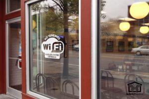 vinilos-decorativos-no-tenemos-wifi-hablen-entre-ustedes