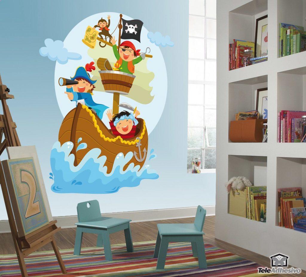 Un vinilo adhesivo infantil con una imagen de piratas, ideal para la decoración de interiores.