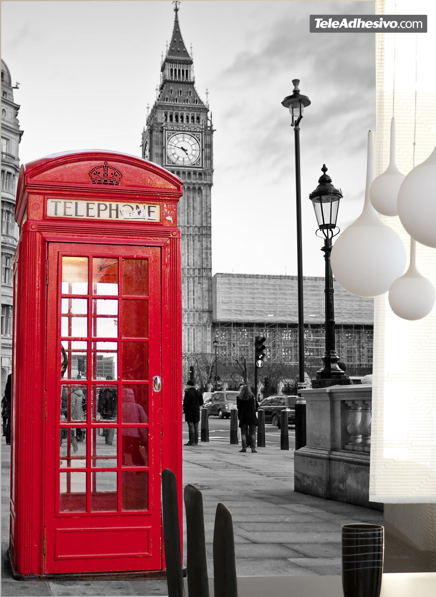 Vinilo adhesivo con la imagen de una cabina de teléfonos roja típica de Londres que es una de las ideas sobre cómo decorar un salón.