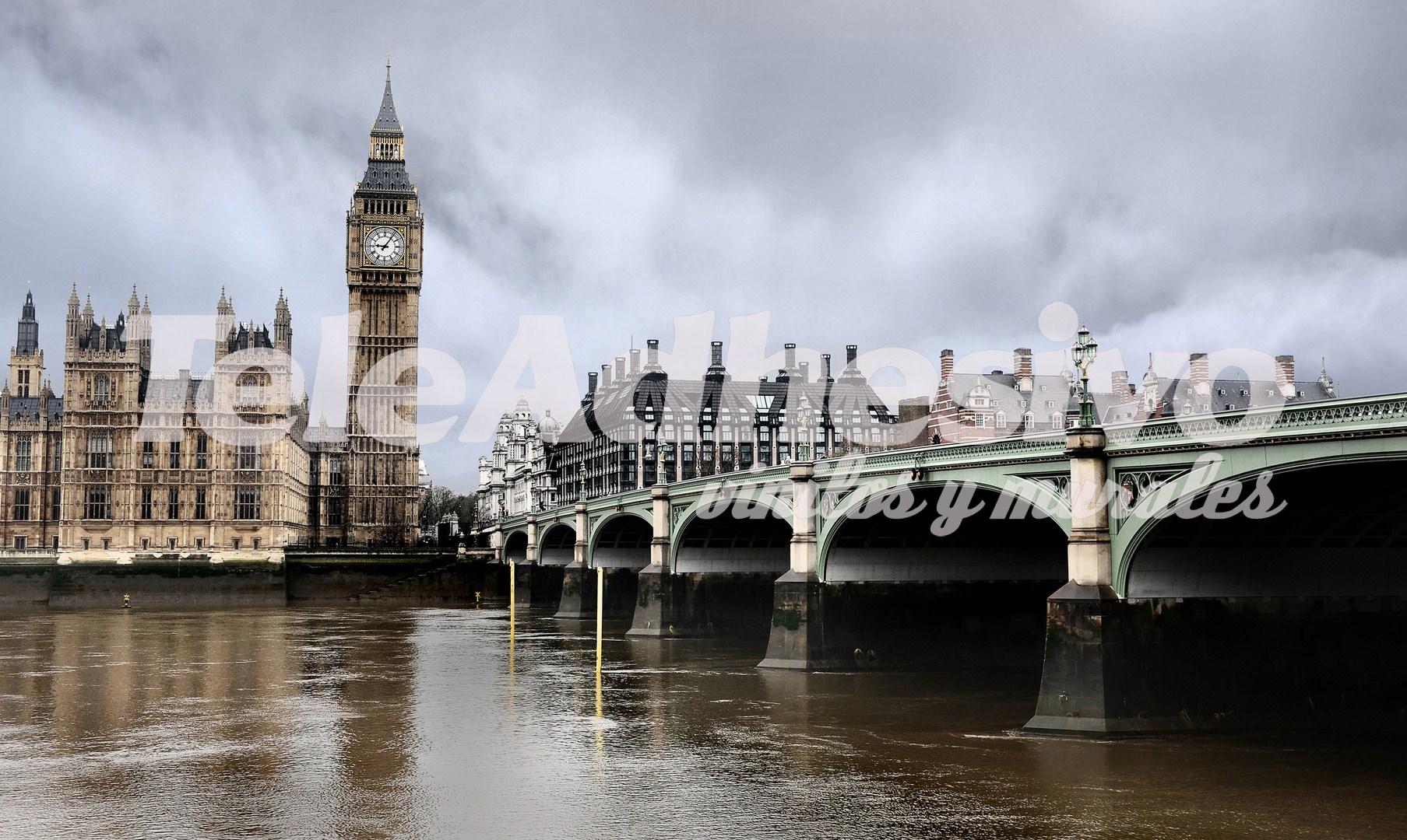 Vinilo adhesivo con una vista de Londres que es una de las ideas sobre cómo decorar un salón.