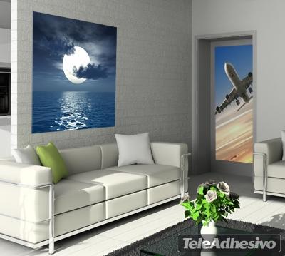Vinilo con la imagen de una luna sobre el mar, ideal para decorar un estudio
