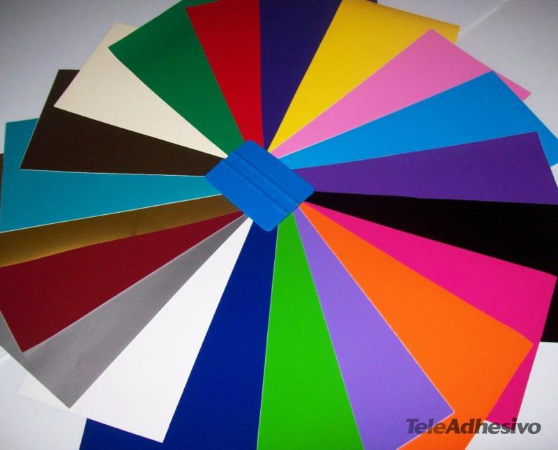 Hay mucho colores de láminas de vinilo para reciclar muebles.
