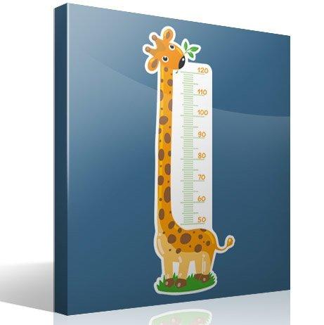 Vinilo adhesivo con la imagen de una jirafa que sirve de medidor es una buena idea de decoración infantil