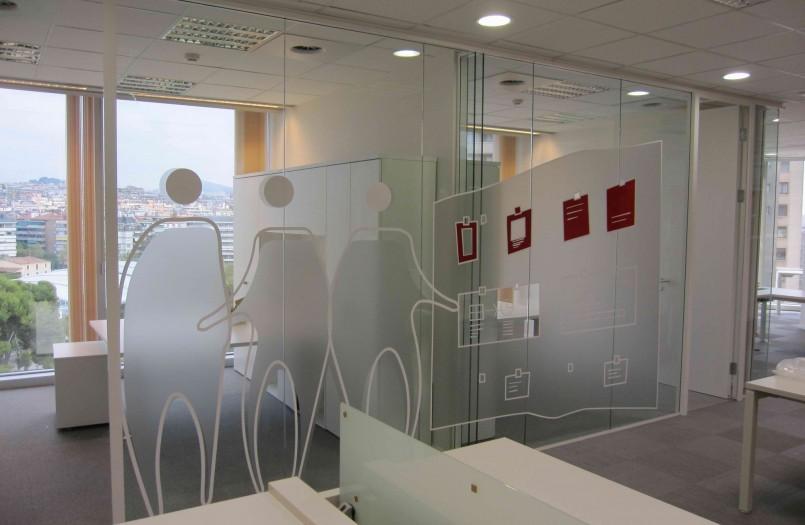 Vinilos para cristal en casa y oficina for Vinilos decorativos para oficinas