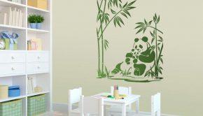Un vinilo decorativo con la imagen de unos osos panda que puede ser una de las ideas para separar ambientes.