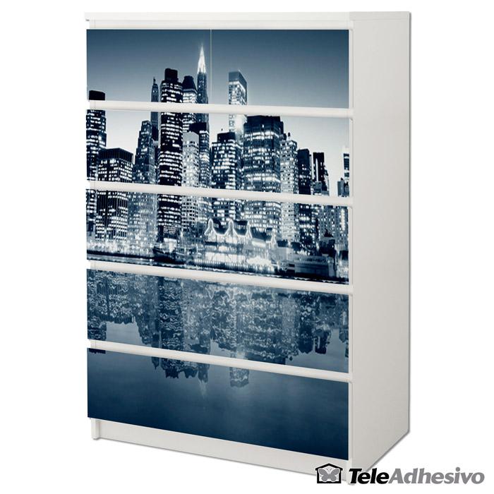 Cómoda blanca Malm de Ikea decorada con fotomural de Nueva York