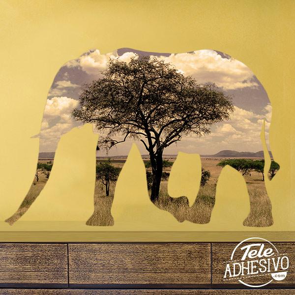 Silueta elefante en la sabana