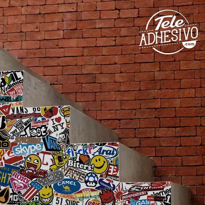 Escalera forrada con sticker bomb