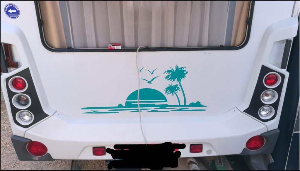 decoración de caravana con vinilo