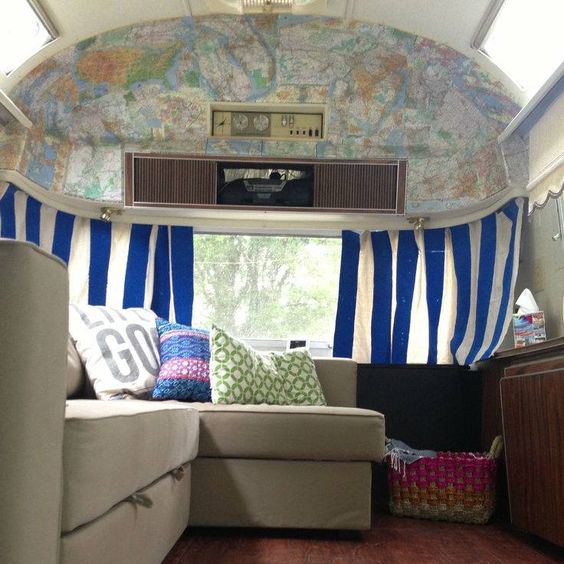 diseño de interior caravana mapas