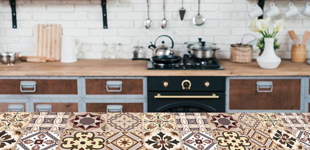 Encimera de cocina decorada con vinilos adhesivos de tipo azulejo en tono sepia