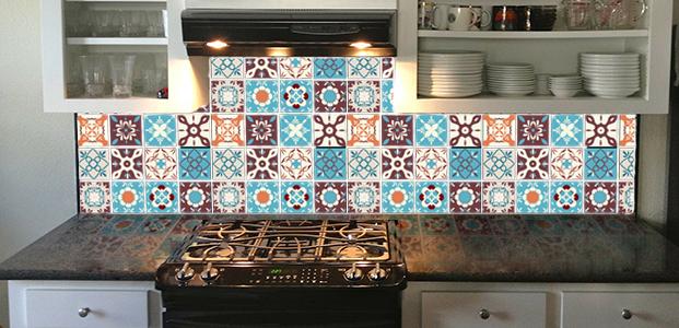 Frontal de cocina modificado con vinilos de azulejos