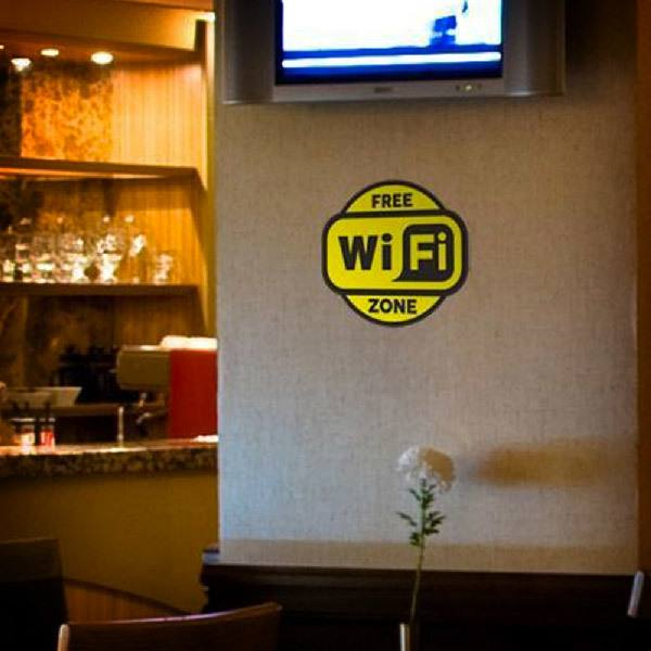 Vinilos Decorativos: Free Wifi Zone 2 - Pack 3 pegatinas